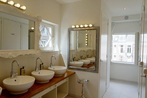 De Bedstee Hotel - Lady Bathroom