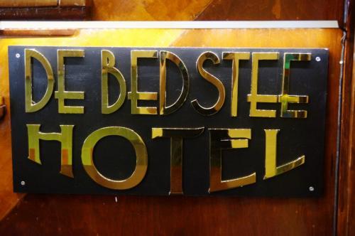 De Bedstee Hotel - Sign